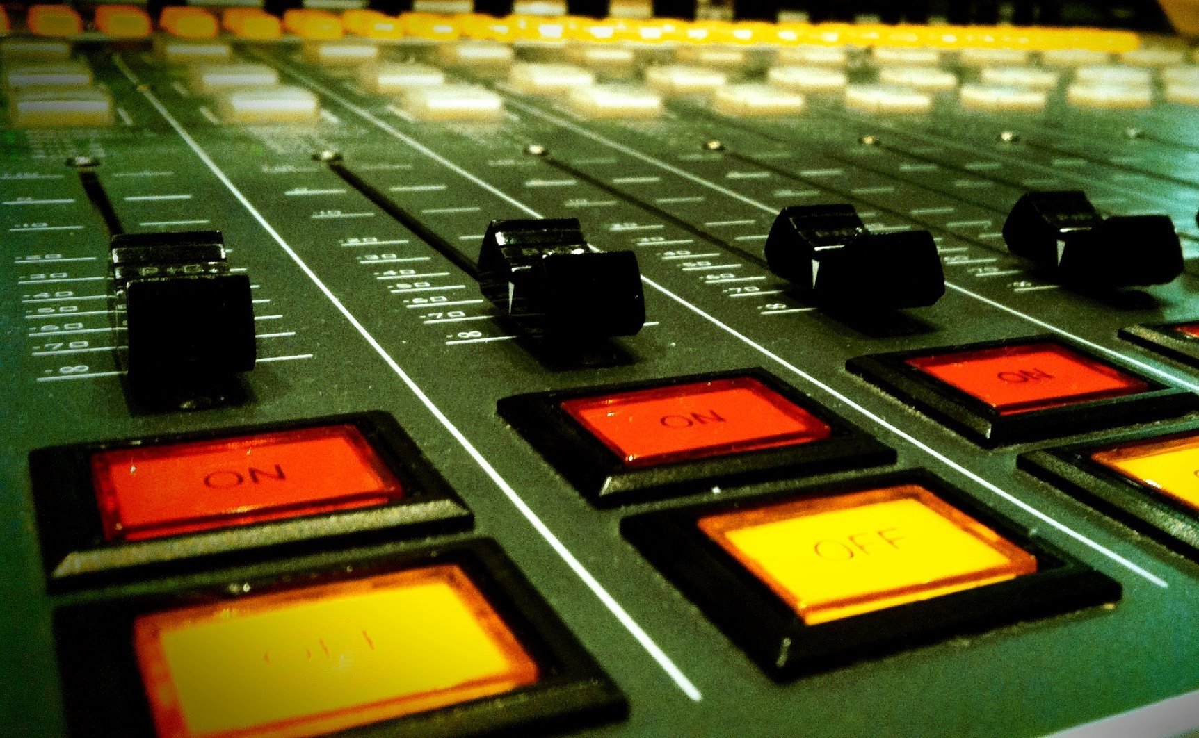 Table de mixage de Sud Radio - La Déviation