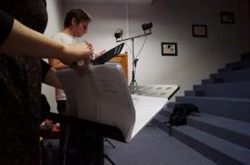 La compagnie Möbius-Band se prépare avant la représentation.
