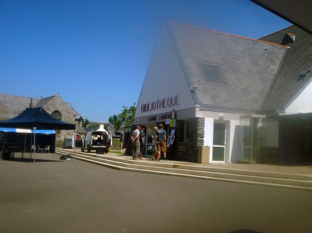 Place de la mairie à Cast