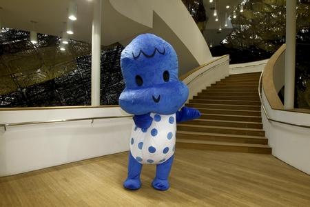 Î÷°àÑÀ¹Ý¼ªÏéÎïÐ¡Ã×±¦±¦°çÑÝÕß par mascot unmasked, licence CC-BY-NC-SA, disponible ici