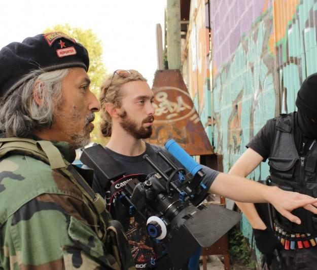 Oliver Henchley donne les dernières consignes avant le tournage.