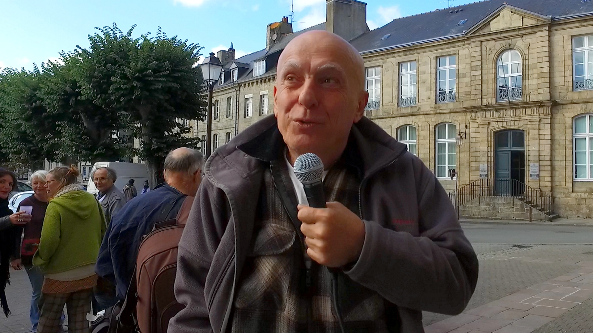 Interview de Fabrice Nicolino lors du procès des pesticides à Guingamp - La Déviation