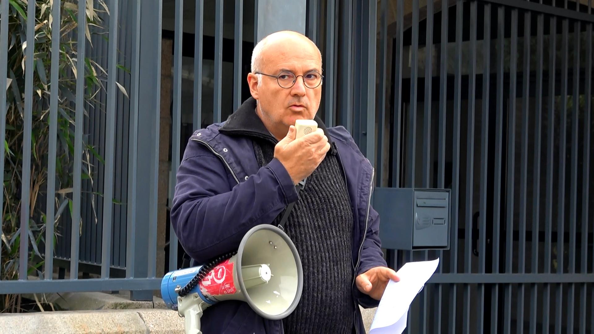 Interview d'Hervé Chuberre lors de la manifestation de défense de l'IUT de Lannion devant la sous-préfecture - La Déviation