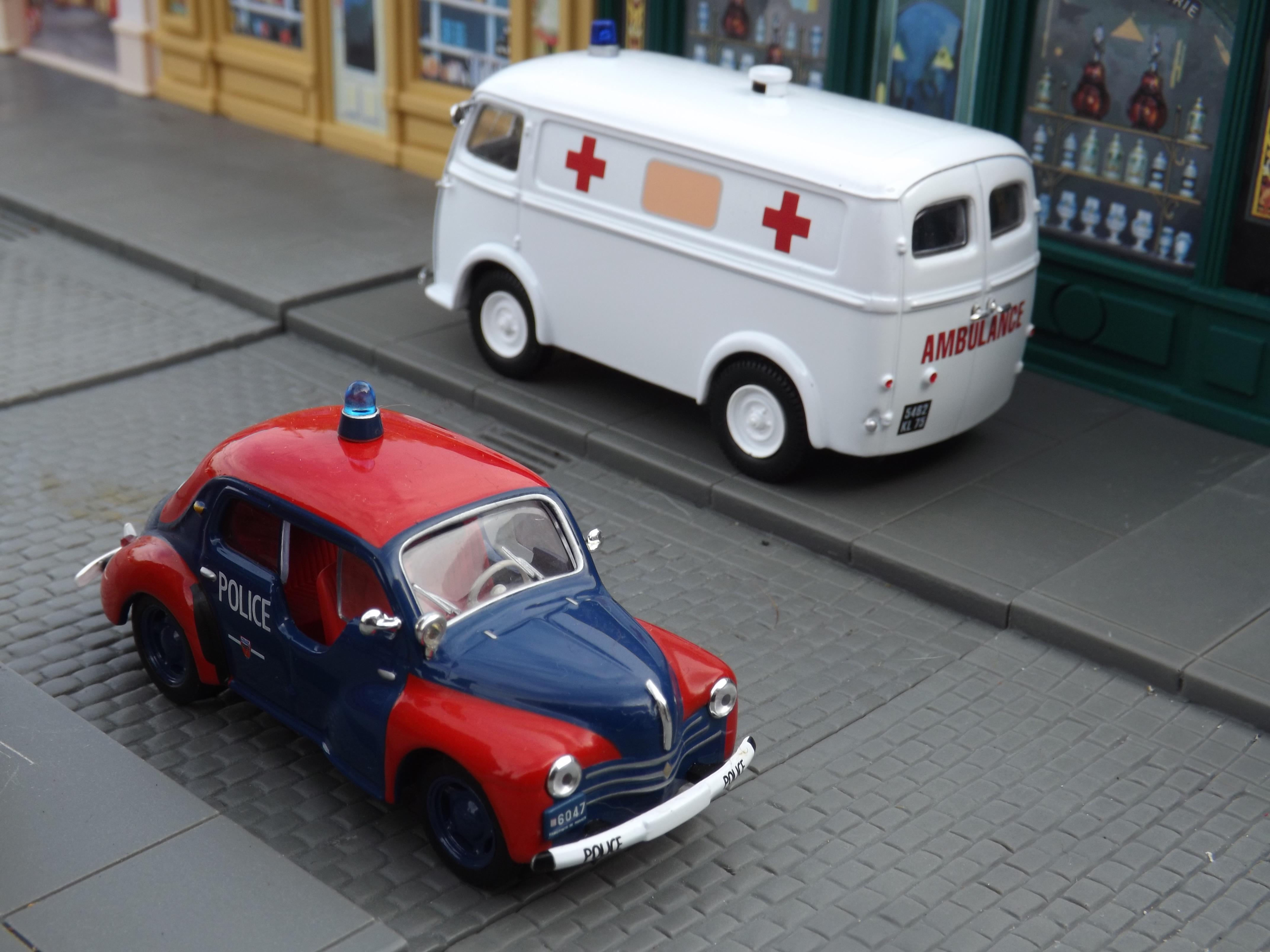 120925 - Renault 4CV Police Pie de Monaco & Peugeot D3A Ambulance by Andrew Bone CC BY 2.0