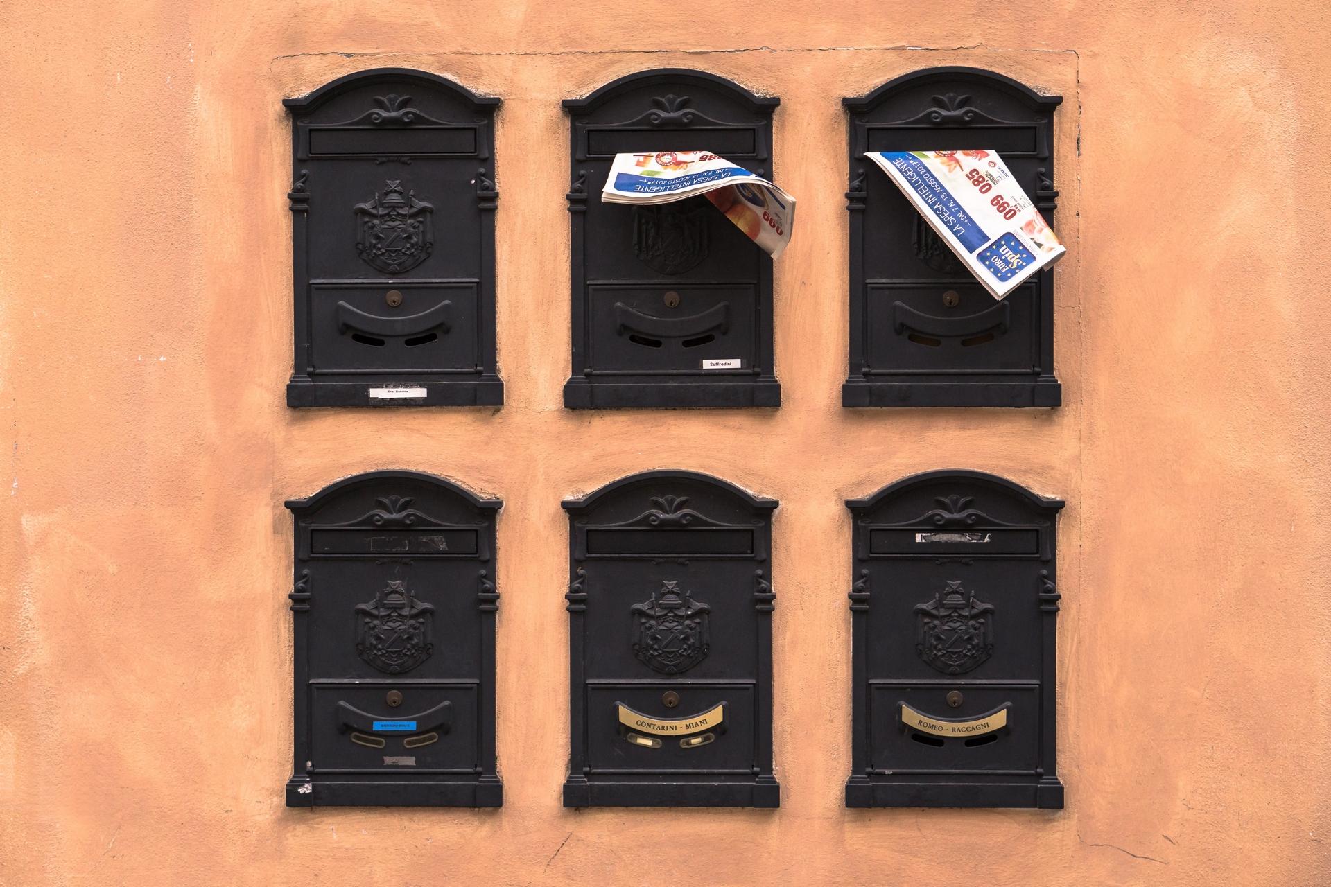 200401 - Boîtes aux lettres à Ravenne en Italie by Chris Blonk licence Unsplash