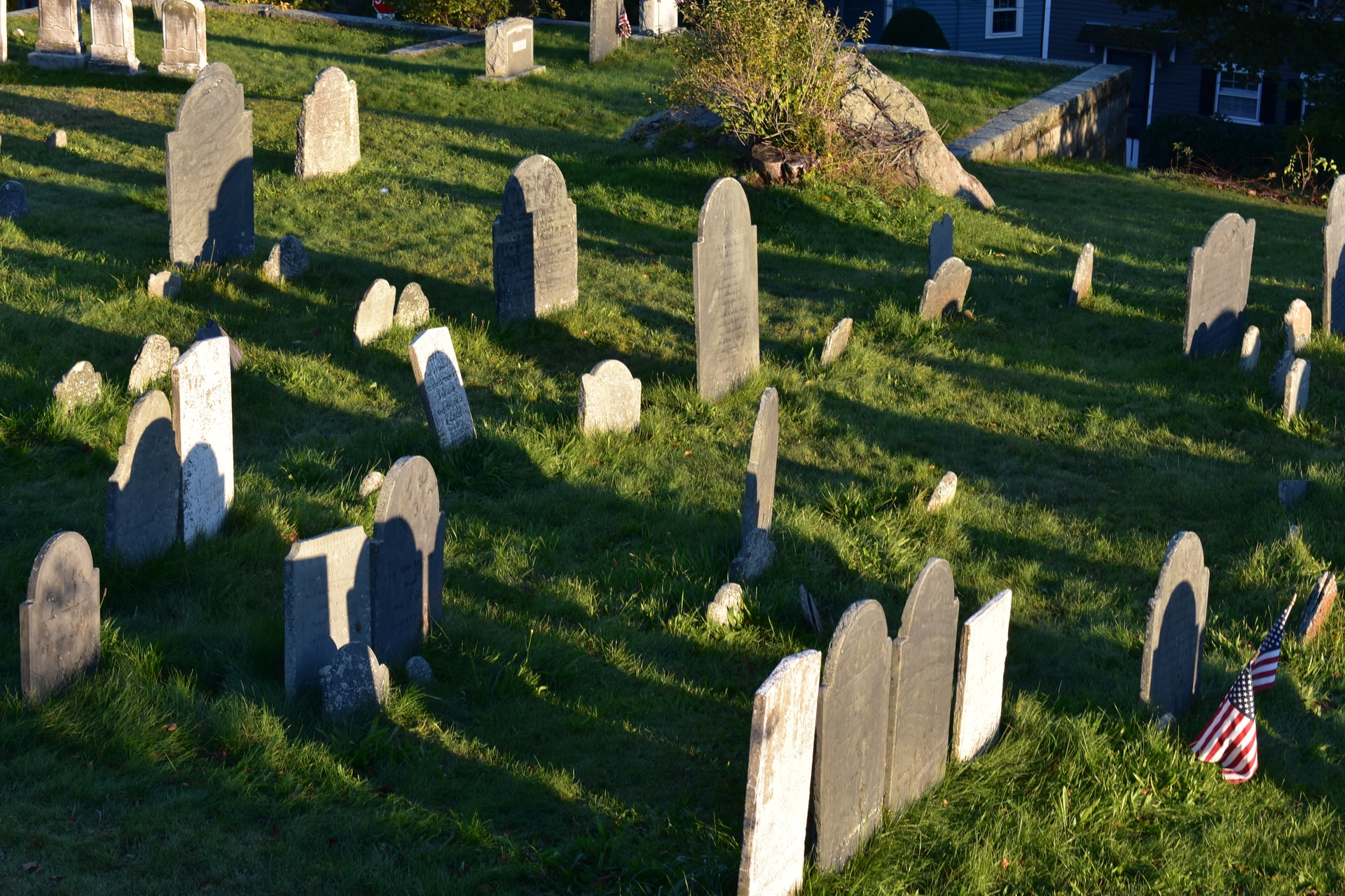 200407 - Old Burial Hill Cemetery, Marblehead, MA, USA by Jessica Simmons licence Unsplash
