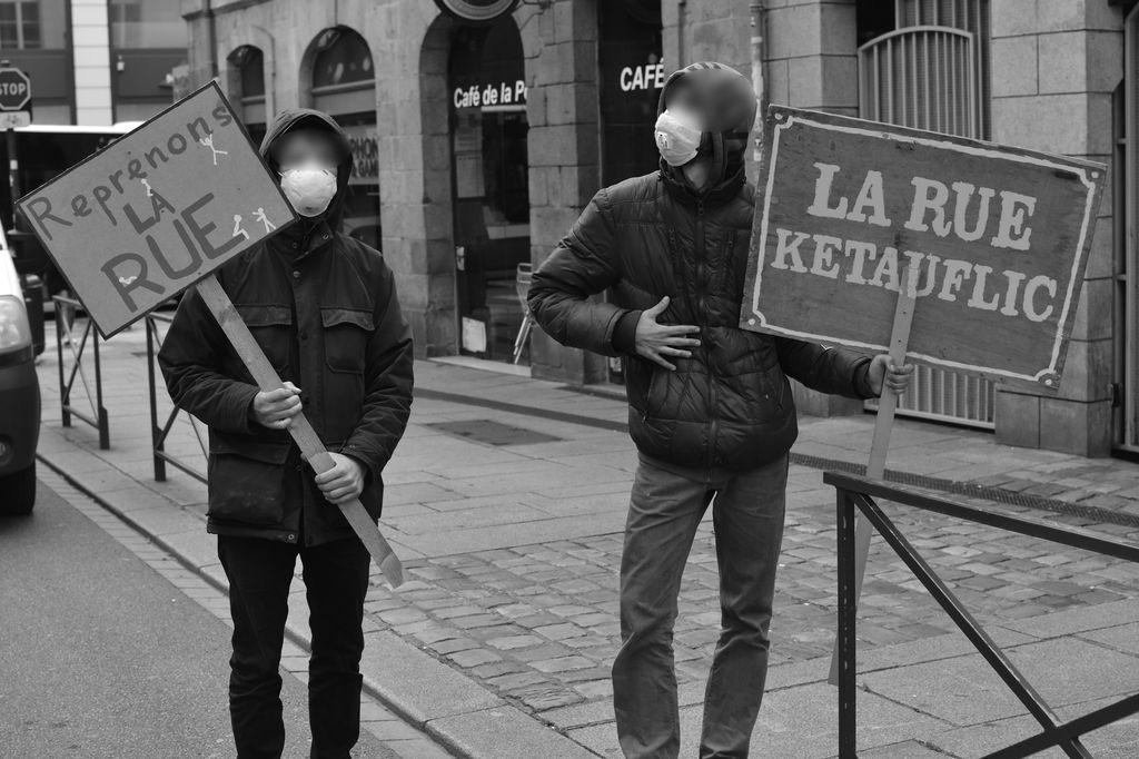 200512 - Pancartes manifestation déconfinement 11 mai Rennes by Expansive - La Déviation