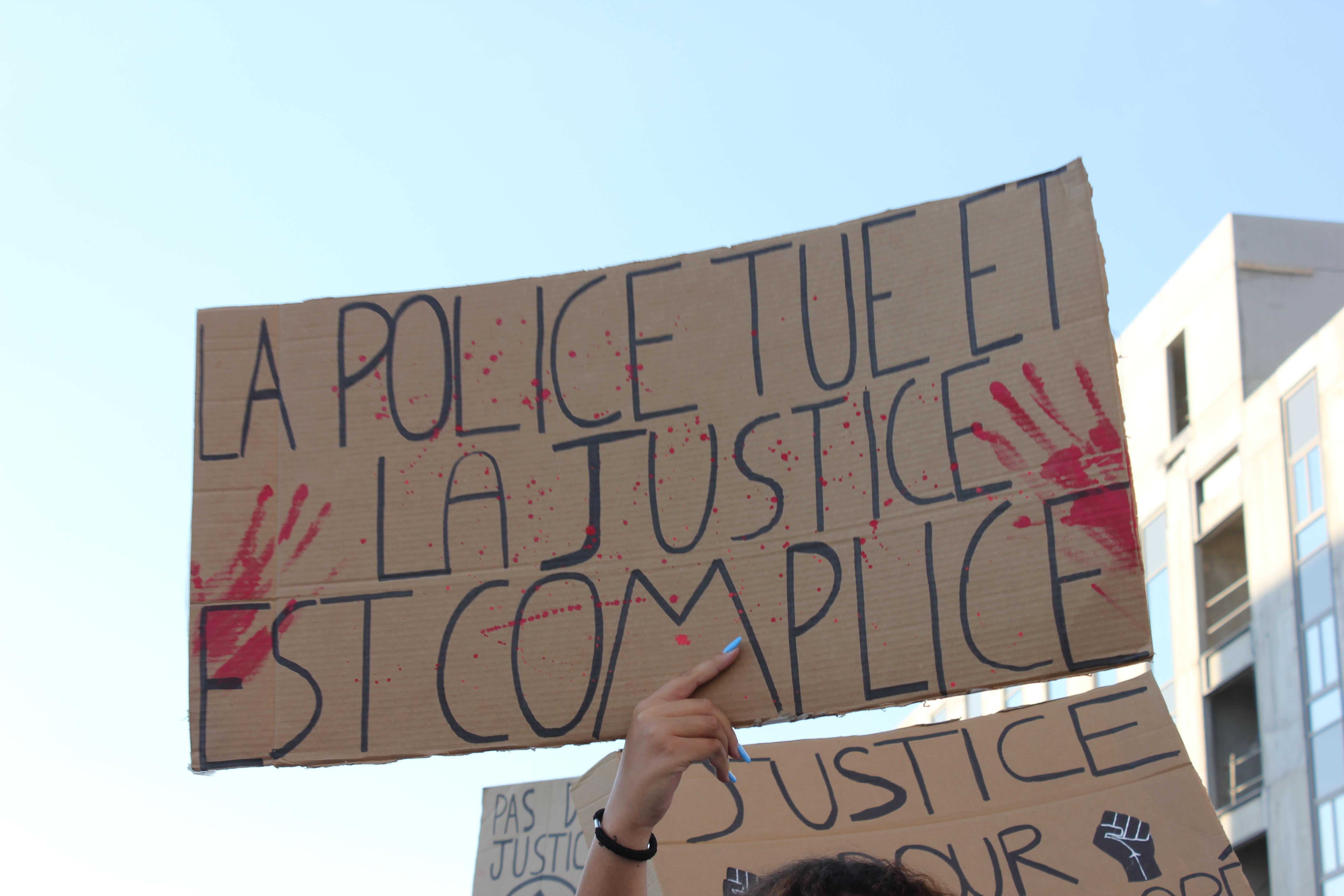 200506 - Pancarte La Police tue et la justice est complice lors de la manifestation du 2 juin 2020 à Tours by MLB - La Déviation