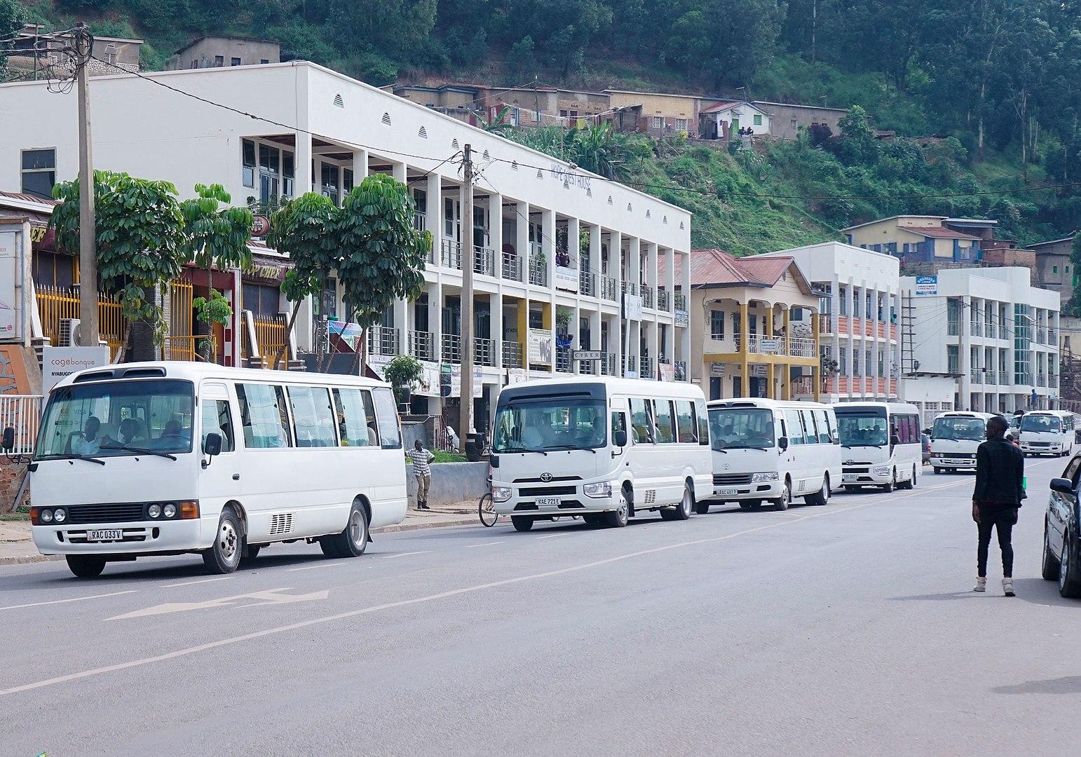 200506 -Rapatriement internes écoles secondaires Kigali 16 mars 2020 by Happyartst CC BY-SA 4.0 - La Déviation