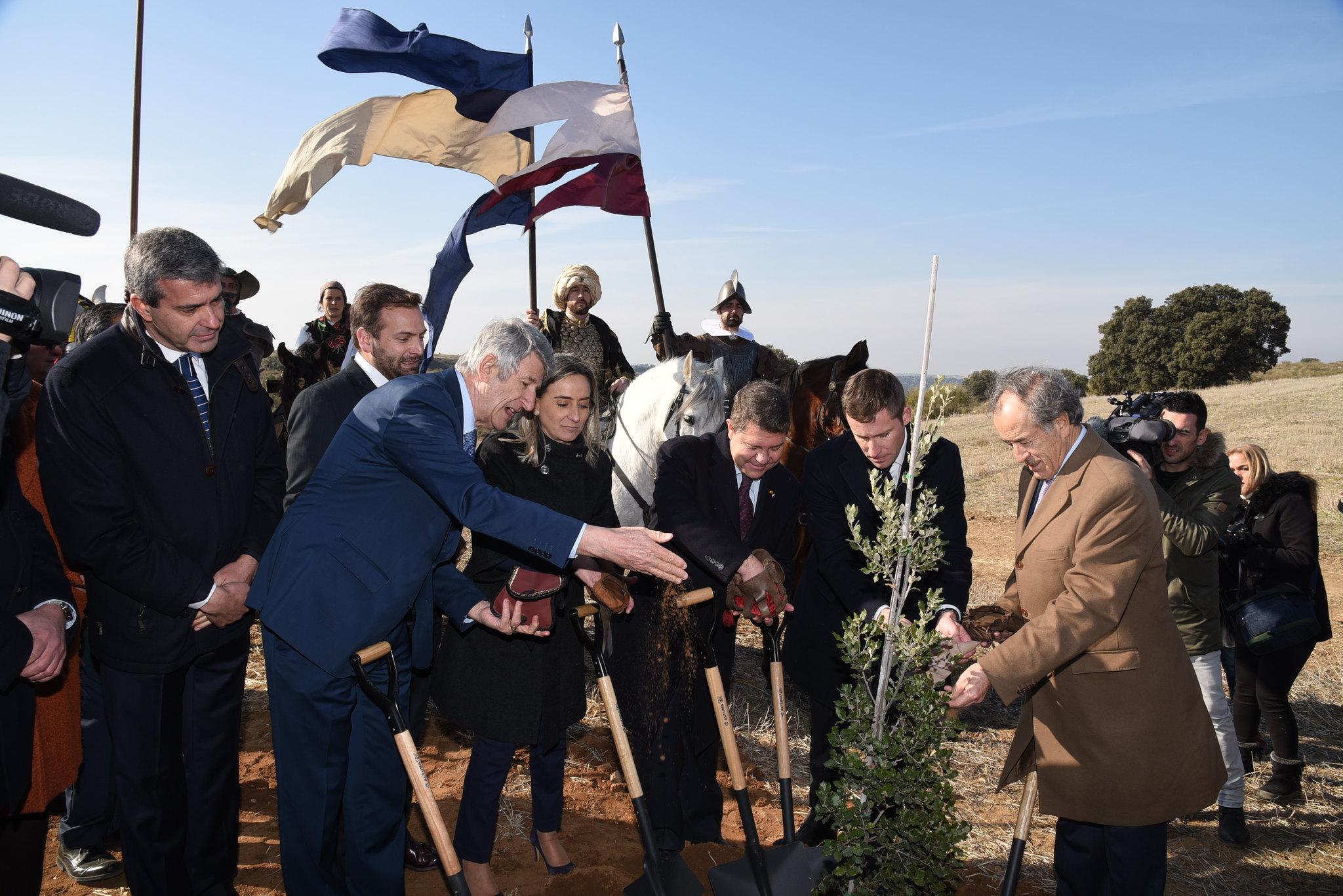 200528 - Acto de colocación de la primera piedra del futuro parque temático Puy du Fou España by José Ramón Márquez JCCM - La Déviation